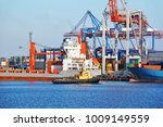 tugboat assisting bulk cargo... | Shutterstock . vector #1009149559