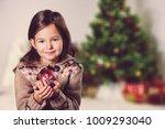 little girl and christmas...   Shutterstock . vector #1009293040