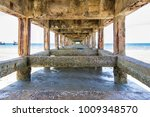 vanishing point underneath a... | Shutterstock . vector #1009348570