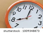 focus time in clock of eight o... | Shutterstock . vector #1009348873