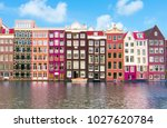 buildings on damrak canal ...
