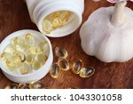 capsules of garlic oil | Shutterstock . vector #1043301058