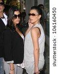 Постер, плакат: Koutney Kardashian and Kimberly