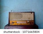 Closeup Old Transistor Radio O...