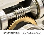 Worm gear or worm drive...