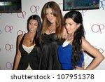 Постер, плакат: Kourtney Kardashian with Khloe