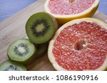 kiwi and graipfruit round... | Shutterstock . vector #1086190916