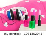 head phones and make up laying... | Shutterstock . vector #1091362043