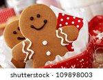 Smiling Gingerbread Men Nestle...