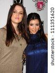 Постер, плакат: Khloe Kardashian and Kimberly