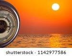 heat wave. barometer...   Shutterstock . vector #1142977586