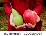 Autumn Leaves Zholtye Hands Re...