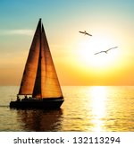 Постер, плакат: Yacht sailing against sunset