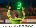 Technical referee shows 3...