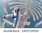 Dubai.people Lies On Dubai Pal...