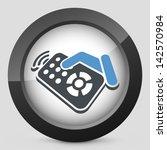 aparato,cambio,canal,haga clic en,comando,control de,distancia,electrónica,mano,mantenga,a continuación,infrarrojo,medios de comunicación,apagado,prensa