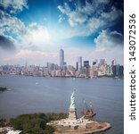 Statue Of Liberty And Manhattan ...