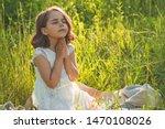 Little Girl Closed Her Eyes ...