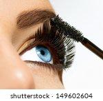 Постер, плакат: Mascara Applying Long Lashes
