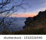 Vista della Timpa di Acireale dalle Chiazzette durante un tramonto
