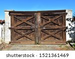 Old Countryside Wooden Gate...