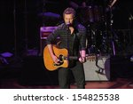 Постер, плакат: Dierks Bentley at the