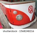 Old Volkswagen Van Head ...
