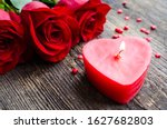 Red Roses Flowers On Old Wooden ...