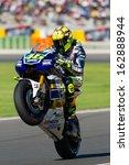Постер, плакат: Valentino Rossi pulls a