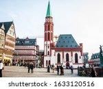 Small photo of Frankfurter Romer in Frankfurt Deutschland Europa mit Flaggen und Touristen fotografiert am 2011.03.12