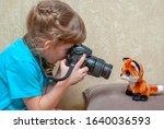 A Little Girl Photographs A...