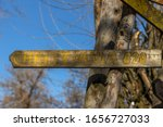 """Pointer showing the distance from the self-proclaimed Republic of Užupis to another self-proclaimed Republic of Christiania. Distance sign with inscription """"Christiania 820""""."""