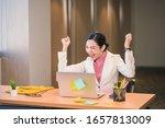 Asian Businesswomen Hapiness...