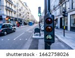 Green Cycle Traffic Light In...