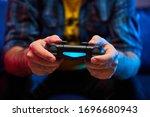 Gamer Holding Gamepad ...