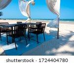 Romantic Dining Table  Ornamen...