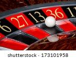 Classic Casino Roulette Wheel...
