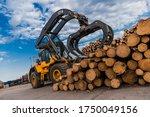 Loading Equipment For Logging....