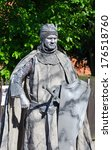 Постер, плакат: Street Performer imitating medieval