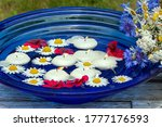 Floating Candles In A Bowl With ...