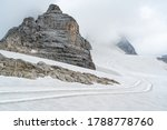 Footpaths in the snow on the Dachstein Glacier