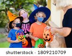 Kids Trick Or Treat In...