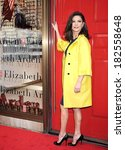 Постер, плакат: Catherine Zeta Jones in Gucci