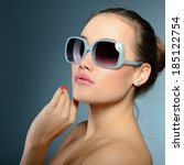 beautiful girl with sun glasses.... | Shutterstock . vector #185122754
