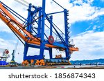 Transporting Huge Quay Crane...
