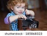 little photographer takes...   Shutterstock . vector #185868323