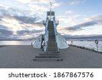 Symmetric Lighthouse In...