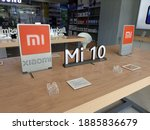 mi 10 display at flagship store ...