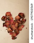 Foto Vertical Dried Rose On A...