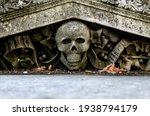 Skull and crossbones gravestone ...